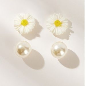 Faux Pearls & Daisy Studs NWOT